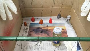 塗装して乾燥中の梶付きオモリ