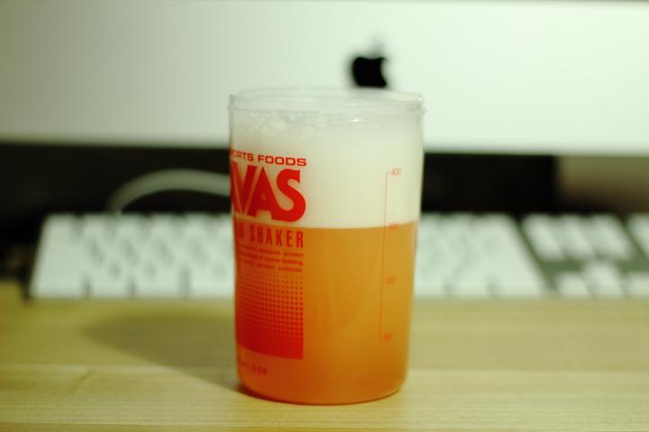 「ザバス アクアホエイプロテイン アセロラ」ビールみたいな泡立ち