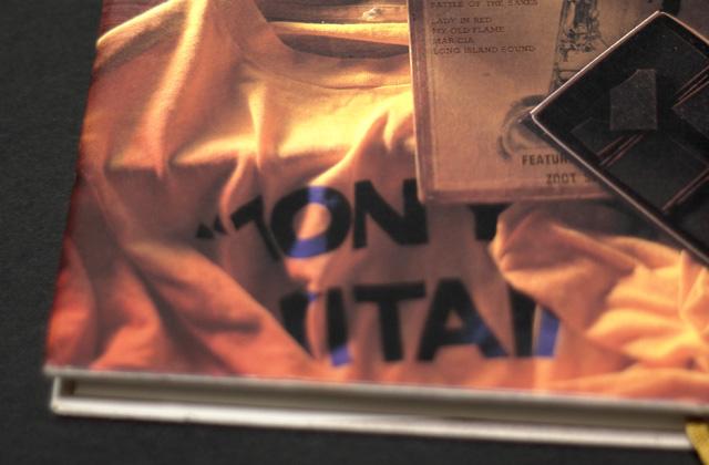『レキシントンの幽霊』単行本の表紙の「TONY TAKITANI」Tシャツ