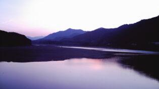 朝の仁淀川